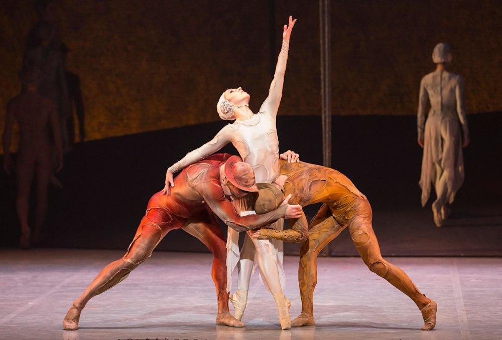Javier Torres, Antoinette Brooks-Daw and Riku Ito in Kenneth MacMillan's Gloria.©.jpg